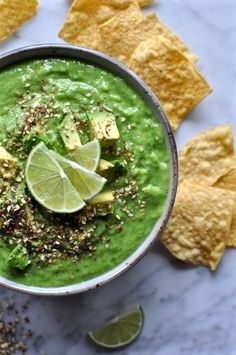 Tomatillo Avocado Salsa Recipe. A simple raw tomatillo salsa that comes together in the blender. A great, easy dip for Father's Day or 4th of July! Vegan and Gluten free. | ¡HOLA! JALAPEÑO