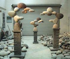 интересная скульптура из камней