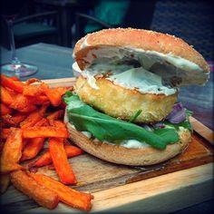 Goat cheese burger with sweet potatoes  #burgergram #burger #goatcheeseburger #frankyswasserbahnhof #foodblogger #foodstagram #foodlover