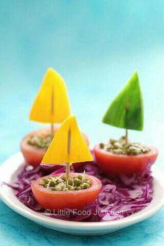 گوجه فرنگی, فلفل دلمه رنگی, جوانه ی ماش Tomato, Colored bell pepper, Sprouts of mung bean
