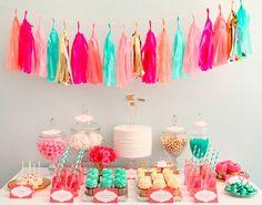 ¡¡Un candy bar con colorido alegrará el día de tu boda! !Vía the-celebration-company.com