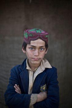 Remarkable portraits of Afghan children living in refugee camps in Pakistan.  http://www.zeit.de/politik/ausland/2014-02/fs-fluechtlinge-afghanistan