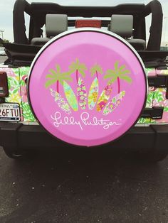 lily Pulitzer Jeep omg love this Preppy Car Accessories, Girls Accessories, Lilly Pulitzer, Preppy Southern, Southern Prep, Simply Southern, Jeep Tire Cover, Girly Car, Cute Cars
