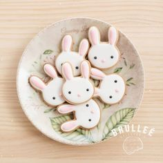 Here's Easter Bunny cookie recipe & an exhaustive list of best decorated Easter bunny cookies. Check cute Easter bunny cookies pictures and inspire yourself Easter Bunny Cookies Recipe, Easter Bunny Cake, Bunny Party, Bunny Cakes, Easter Baby, Galletas Decoradas Baby Shower, Bunny Birthday Cake, Birthday Cookies, Cookie Decorating