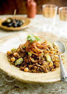 Mejadra - Arroz con Lentejas y Cebolla Frita | Un sabroso plato muy popular en el Medio Oriente y un poco parecido a nuestro moro. Vale la pena probarlo.