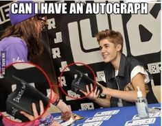 So this girl gives Beiber a Death Note notebook and asked for his autograph. I've never seen the anime but I've had people tell me what it's about. This is hilarious! -Oh that poor girl never seeing Death Note Memes Humor, True Memes, Fuuny Memes, Death Note Notebook, Anime Meme, Otaku Anime, Stupid Funny Memes, Funniest Jokes, Funny Stuff