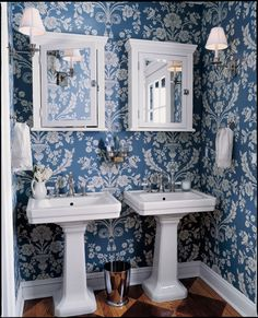 Love this blue and white bathroom! The colors gain new freshness and grandeur in St. Antoine wallpaper in by Farrow & Ball. Traditional Baths, Traditional Bathroom, Traditional Design, Bathroom Wallpaper, Of Wallpaper, Preto Wallpaper, Wallpaper Designs, Wallpaper Ideas, Blue White Bathrooms