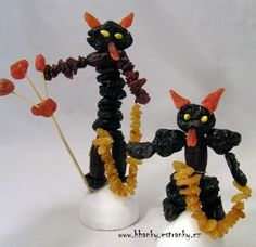 more dried fruit Krampus figures (no instructions, just photo) Dried Fruit, Yule, Art For Kids, Diy And Crafts, Kindergarten, December, Childhood, Christmas Decorations, Pictures