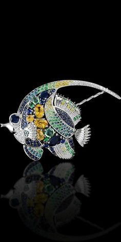 Brooch from the Secrets of the Ocean series by Russian studio of Master Exclusive Jewellers.