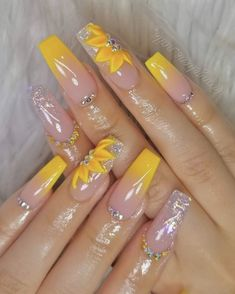 23 Great Yellow Nail Art Designs 2019 1 Source by - Summer Acrylic Nails, Best Acrylic Nails, Acrylic Nail Designs, Nail Art Designs, Nail Summer, Perfect Nails, Gorgeous Nails, Pretty Nails, Yellow Nails Design