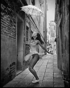 Паша Киселев @foto_kiselev / Italy Venice #italy #venice #VOLO #photoshooting #traveling #travelgram #nayamodel by naya_model