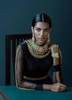 Indian bride - black and gold - Indian bridal make up - bridal jewellery - Indian Bride by Jenjum Gadi Indian Wedding Fashion, Indian Bridal, Party Mode, Indian Couture, Rocker Chic, Warrior Princess, Saris, Indian Wear, Indian Style