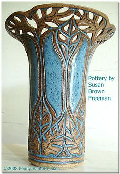 Susan Brown Freeman pottery (Alabama) Love this! Glass Ceramic, Ceramic Clay, Sgraffito, Pottery Vase, Ceramic Pottery, Clay Vase, Hand Built Pottery, Keramik Vase, Pottery Techniques