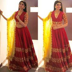 @pranitha.insta Outfit - @ashwinireddyofficial Jewelry - @accessoriesbyanandita Styled by @officialanahita ## #instylediaries #instastyle #fashion #fashionista #fashionblogger #celebrityfashion #celebstyle #beauty #fashiondesigner #fashionblogger