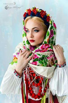 ETNO by Svitlana Lysceva Ukrainian beautiful ethnic Folk Fashion, Ethnic Fashion, Poland Girls, Flower Head Wreaths, Ukraine Women, Beautiful People, Beautiful Women, Russian Fashion, Folk Costume