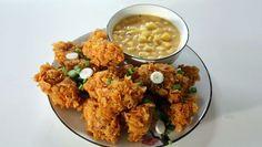 Zoals Alleen Oma Dat Kan | arineer de kippendijen minimaal 3 uur. Panade Klop de eiwitten los en verkruimel de cornflakes. Laat de kippendijen iets uitlekken, wentel ze door de...