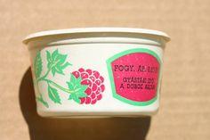 Málna krém fagyasztott Raspberry Ice Cream, Vintage Advertisements, Retro Vintage, Hungary, Budapest, Bob, School, Bob Cuts, Bob Sleigh