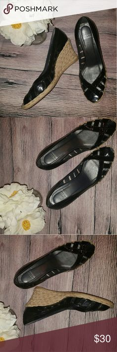 STUART WEITZMAN WEDGE SANDALS SZ 9M BLACK STUART WEITZMAN 9M Black Patent Leather Jute Rope Espadrille Wedges Sandals   IN GOOD PREOWNED CONDITION  PLEASE SEE ALL PICTURES BEFORE COMMITTING TO BUY Stuart Weitzman Shoes Wedges