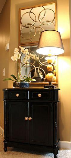 Circles on mirrors, circles on lamp details, circles on handle. Pretty