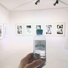 Tipp: Ein erfrischender Ausflug in die Art Galerie oder wieder mal ins Museum. #jungbleibeninspiriert #vöslauer #art #jungbleiben Vodka Bottle, Museum, Drinks, Design, Tips, Art, Drinking, Beverages, Drink