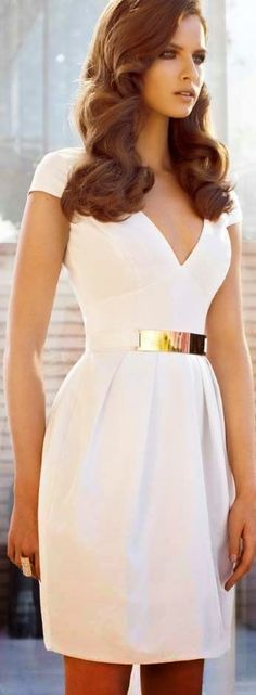 Summer Dresses - Wondering what are the hottest sun dress trends this year! Check out the best selection of pretty dresses for summer, outfit ideas & style tips Pretty Dresses, Beautiful Dresses, Gorgeous Dress, Gorgeous Hair, Awesome Dresses, Elegant White Dress, Cocktail Dress Classy Elegant, Elegant Dresses Classy, Elegant Chic