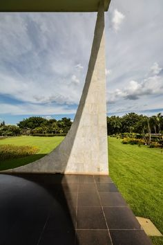 Palácio da Alvorada, Brasilia Brazil (1960)   Oscar Niemeyer   Photo © Gonzalo Viramonte