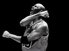 En 1992, Michael Jordan vivió un año como ningún otro jugador de baloncesto lo ha experimentado. Promedió 30 puntos por partido con un 51.9% de acierto, ganó el MVP de la temporada regular, lideró a Chicago Bulls hasta el anillo y se llevó el MVP de las Finales de la NBA. Dos semanas más tarde se unió al legendario 'Dream Team' de Estados Unidos y ganó el oro en los Juegos Olímpicos de Barcelona.