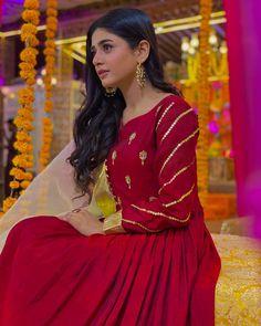 Pakistani Fancy Dresses, Fancy Kurti, Short Frocks, Pakistani Bridal Makeup, Kurti Embroidery Design, Pakistani Actress, Pakistani Dramas, Cute Girl Face, Stylish Dresses