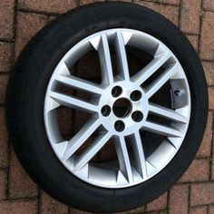 like New 17 inch Vauxhall Vectra Alloy Wheel with Goodyear tyre size 215 x 50 x 17 this vector c sri wheel rim is like new. first person to see will buy