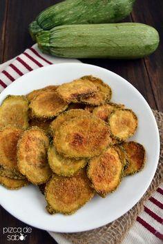 Chips de calabacita con parmesano. Una versión casera de las papitas o frituras son estas chips de verduras como estas de calabacita, calabacín o zucchini.