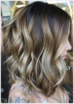 What's the difference between balayage vs highlights? Find out what balayage hair is and discover the best balayage hair colours and techniques to try. Brown Hair With Highlights, Balayage Highlights, Ombre Balayage, Long Bob Balayage, Medium Balayage Hair, Bayalage, Cabelo Ombre Hair, Medium Hair Styles, Short Hair Styles