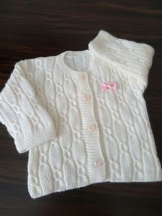 This Pin was discovered by LalFree Knitting Pattern Baby Cardigan with Cables Kids Knitting Patterns, Baby Cardigan Knitting Pattern, Knitted Baby Cardigan, Knit Baby Sweaters, Baby Hats Knitting, Knitting For Kids, Knitting Designs, Cardigan Bebe, Diy Crafts Knitting