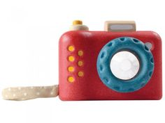 Your children will adore this wooden Camera by Plan Toys! Get picture perfect views of your surroundings with this Plan Toys Camera! Point, focus and click the camera to see the different images through a kaleidoscope lens! Cute Camera, Toy Camera, Mulberry Bush, Wooden Camera, Plan Toys, Toys Online, Learning Toys, Baby Store, Toys Shop