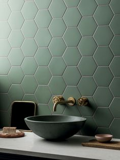 Hexagon Tile Bathroom, Black Hexagon Tile, Hexagon Tiles, Tuscan Bathroom, Stone Bathroom, Black Tile Bathrooms, Green Bathroom Tiles, Green Tiles, Bath