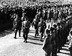 Harvest festival 1935 at the Bueckeberg, Adolf Hitler and his entourage marching past a guard of honour of Reichsarbeitsdienst men- Photographer: Paul Mai- 06.10.1935