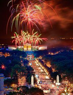 Fourth of July fireworks, Ben Franklin Parkway, Philadelphia.