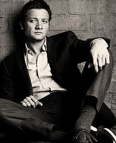 Jeremy Renner so serious
