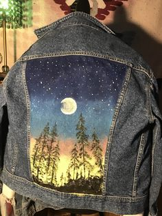 Pins On Denim Jacket, Painted Denim Jacket, Painted Jeans, Painted Clothes, Hand Painted, Denim Art, Diy Clothes, Diy Embroidered Jacket, Painted Jackets