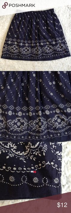 Tommy Hilfiger Skirt bandana Such a cute skirt, slighty like a bandana, is eye catching. Tommy Hilfiger even added pockets to this one!! Size XS xs Woman's Tommy Hilfiger Skirts A-Line or Full
