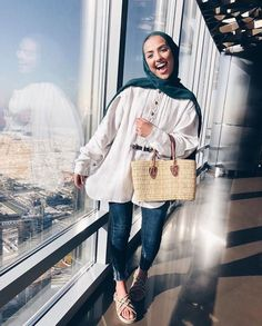Summer Hijab Outfit Ideas That Are Totally Comfy for Warmer Weather – Hijab Fashion 2020 Modern Hijab Fashion, Street Hijab Fashion, Hijab Fashion Inspiration, Fashion Mode, Muslim Fashion, Modest Fashion, Fashion Outfits, Style Fashion, Fashion Shoes
