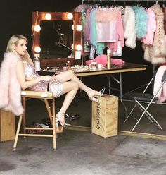 Emma on the set of 'Scream Queens'