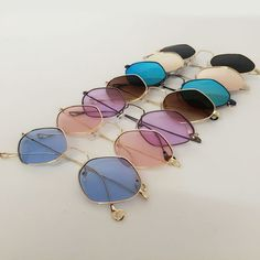 Sunglasses Quality - Pin: i m o g e n . - I am sure that many times you have wondered if your sunglasses are good, if you have the protection against the ultraviolet that promises the seller and / or manufacturer Round Lens Sunglasses, Cute Sunglasses, Trending Sunglasses, Cat Eye Sunglasses, Sunnies, Mirrored Sunglasses, Sunglasses Women, Vintage Sunglasses, Mesh Tops