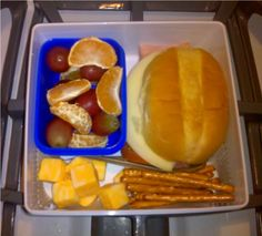 A mommy blogging about bento school lunches.
