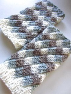 spiral wrist warmers by lykke@TAK, via Flickr