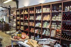 Petra Mora http://www.petramora.com Las niñas de Bimba, han abierto una tienda Gourmet en la calle Ayala, enfrente del mercado de la Paz.