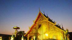 Un temple entouré d'un coucher de soleil #Thailande #Chiang #Mai #Temple