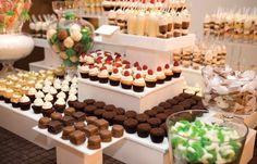 La típica barra de dulces con pastelitos y Cup Cakes. Quizás demasiado pesada para la noche, mejor para una merienda…