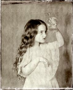 Фотограф Владимир Клавихо-Телепнев и его «Алиса в Стране чудес».
