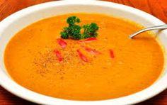 Vellutata di carote all'aceto balsamico - Proponete questa vellutata di carote, impreziosita dall'aceto balsamico, per presentare un antipasto leggerissimo, solo 200 calorie a porzione, ma anche estramente raffinato e delicato in un pasto vegetariano. Il brodo granulare senza glutammato si trova anche in buste monodose.