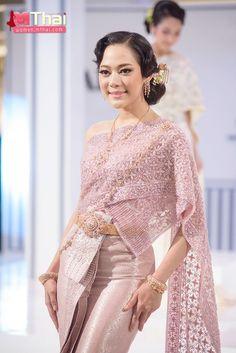 Traditional Thai Clothing, Traditional Dresses, Thai Wedding Dress, Wedding Dresses, Thailand National Costume, Kebaya Bali, Prom Hair Accessories, Thai Dress, Thai Style